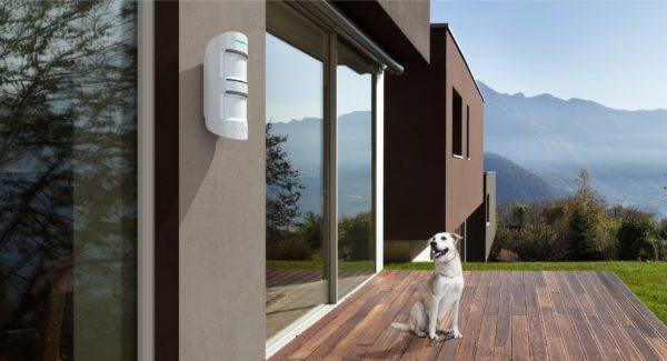 Ajax MotionProtect Outdoor-lifestyle_white
